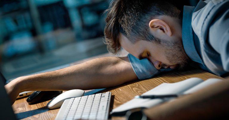 privarea-de-somn-burnout