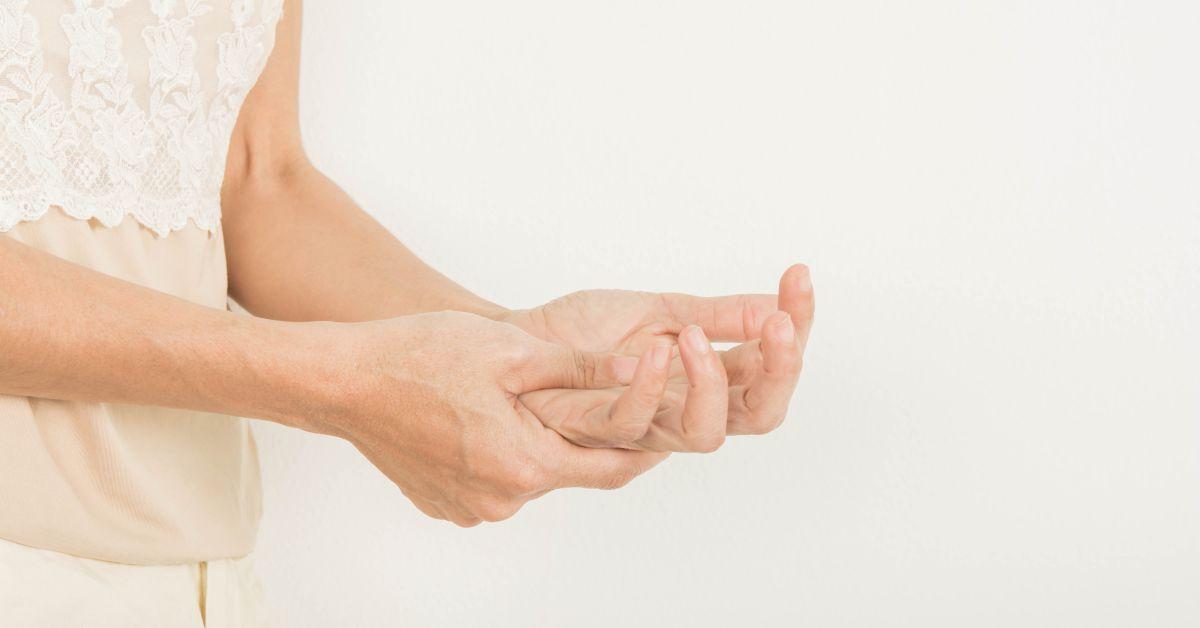 dureri de umăr și mâini amorțite