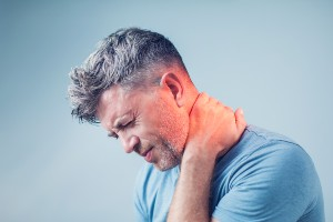 Spondiloza cervicala - simptome la care sa fii atent